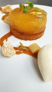 Compression de Pommes, Infusion au Foin,  Caramel  et Double Crème Glacée de la Gruyère